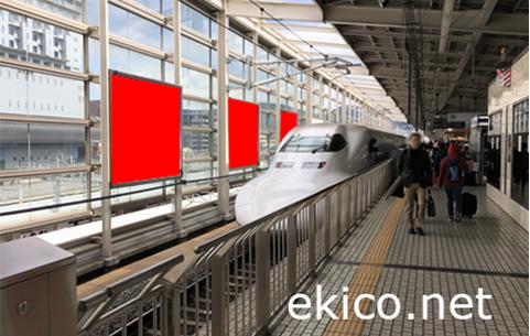 新幹線駅ホーム風防壁看板